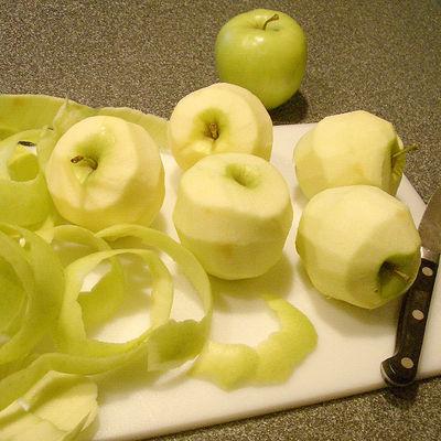 PeelingApples