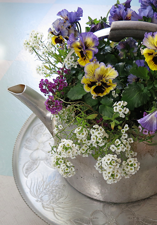 LazySusan&Flowers2