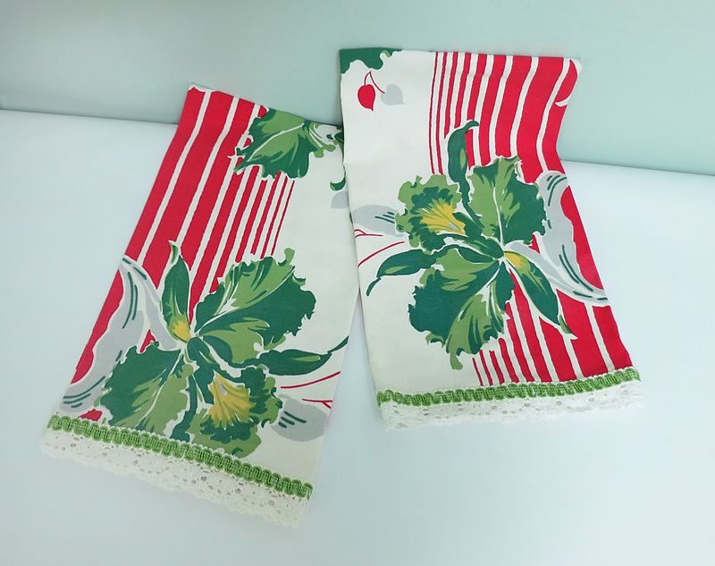 Red & Green Tea Towels 1