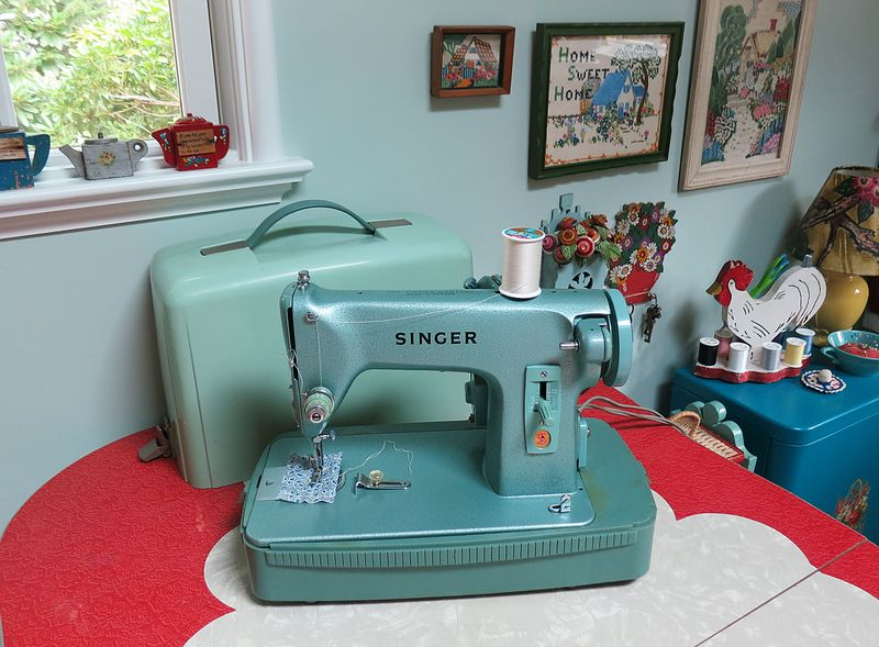 This Clic Machine Had Been Very Well Kept So A Little Oil And Quick Dusting Was All It Needed To Ready For Small Sewing Project