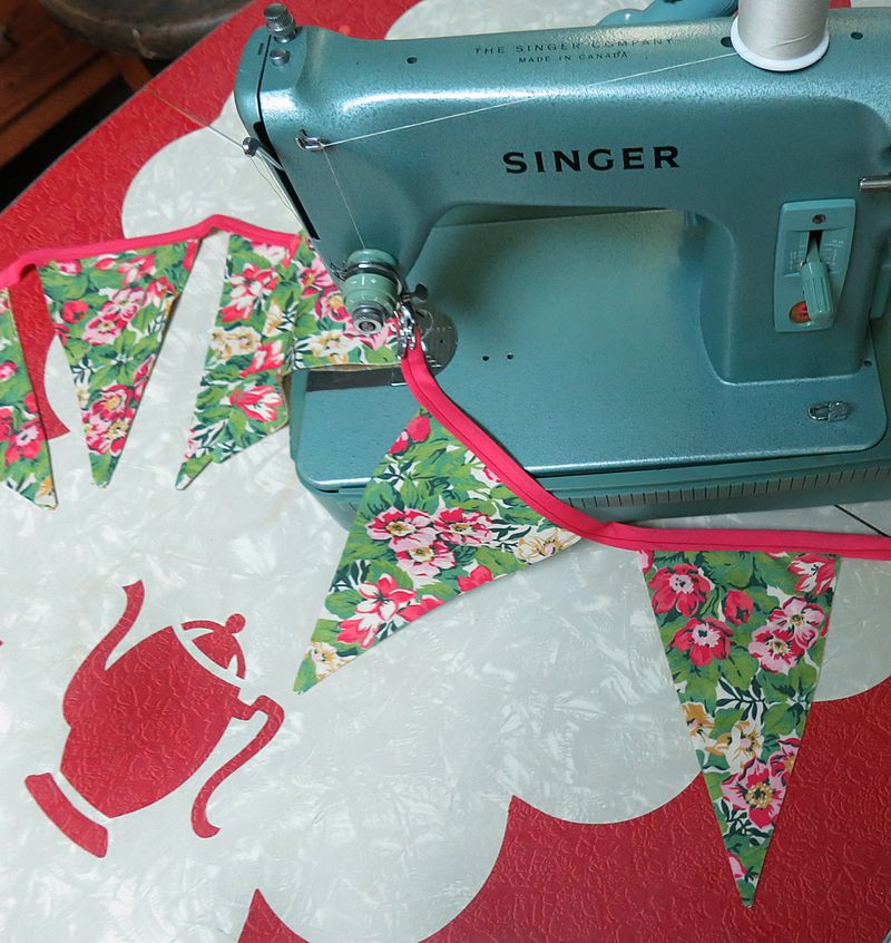 T-Party Sewing Table