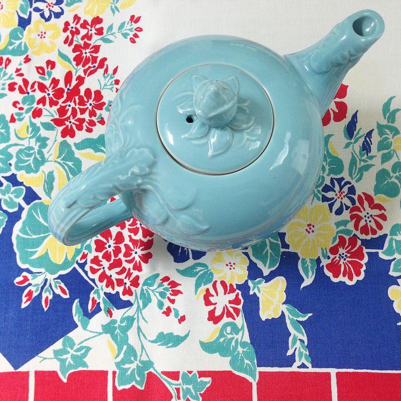 Tablecloth & Hall teapot