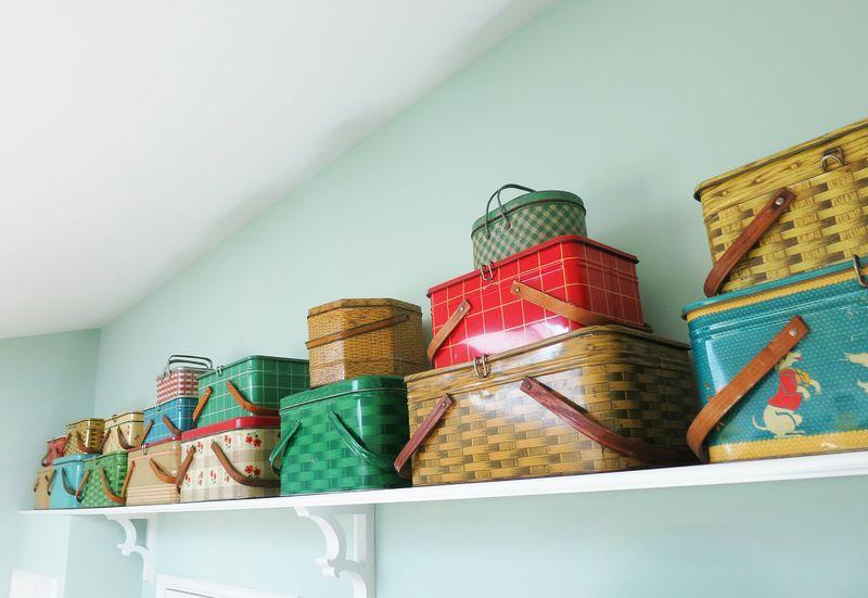 18 picnic tins