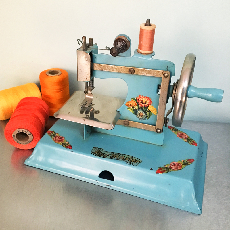 T-Party Antiques Kayanee Blue Toy Sewing Machine