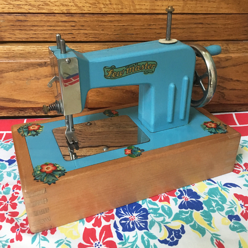 T-Party Antiques Blue Kayanee Toy Sewing Machine copy