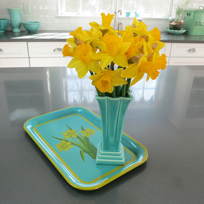 T-Party Antiques Doffodils & tray